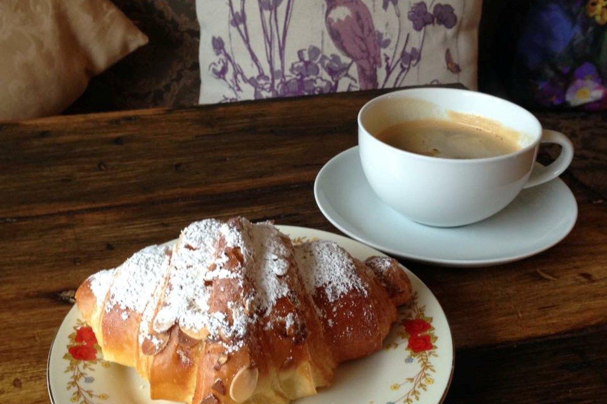 cafe de mode coffee croissant carlow